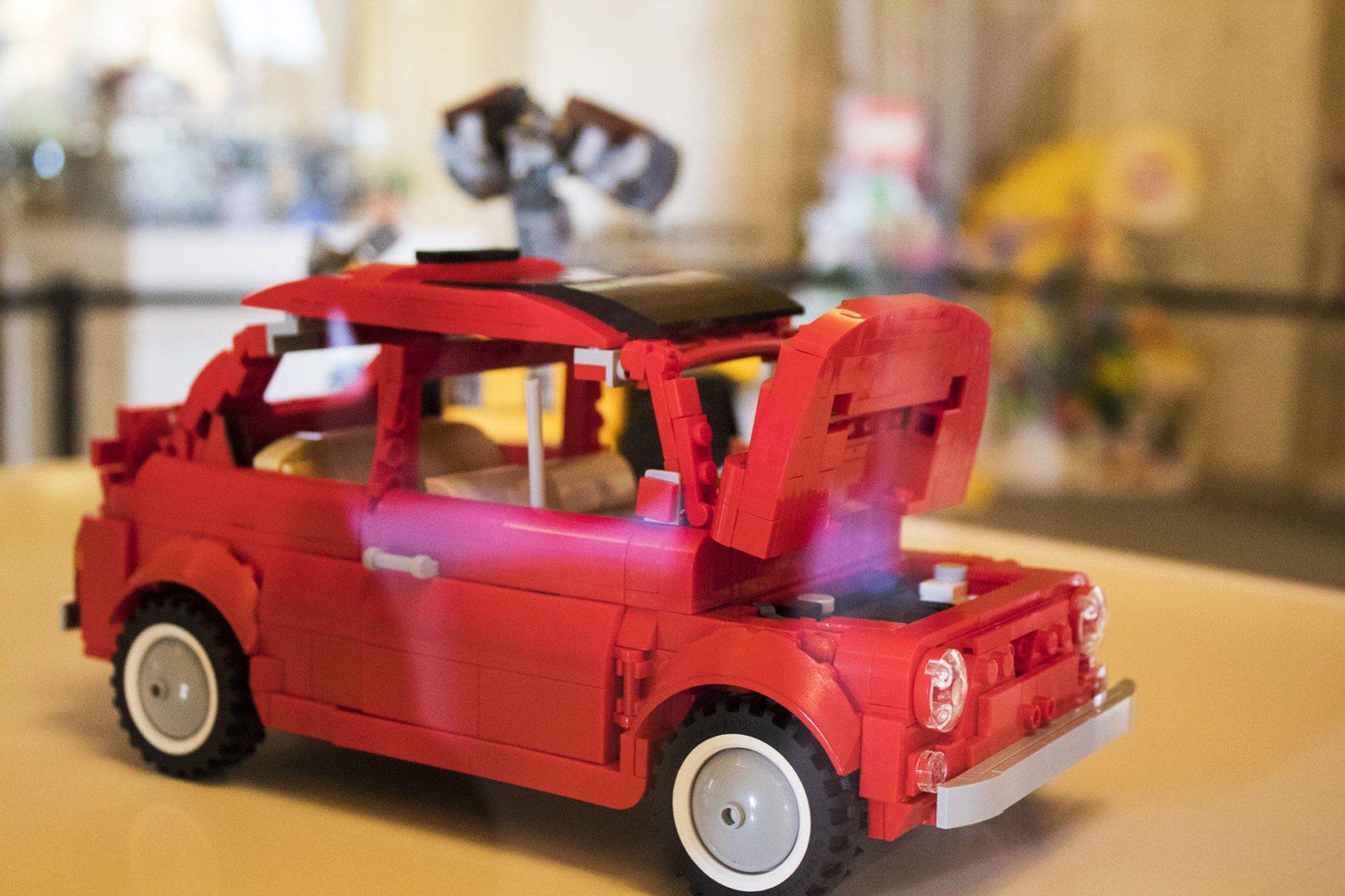 Foto Di Una Macchinina Lego