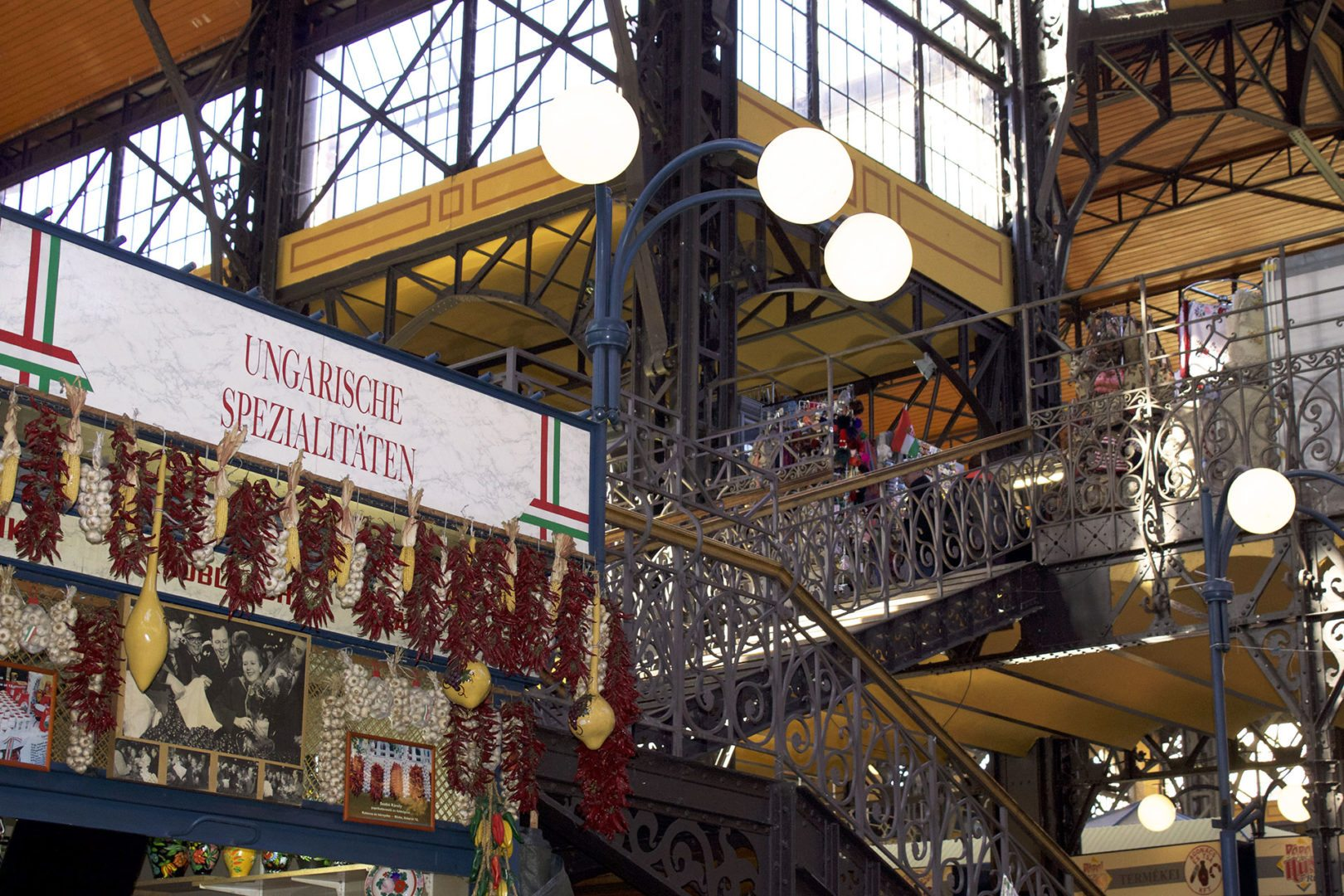 Foto dell'interno del Mercato Coperto di Budapest