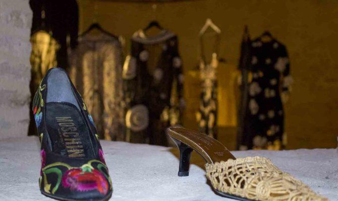 Moda: Scarpe E Abiti Ricamati