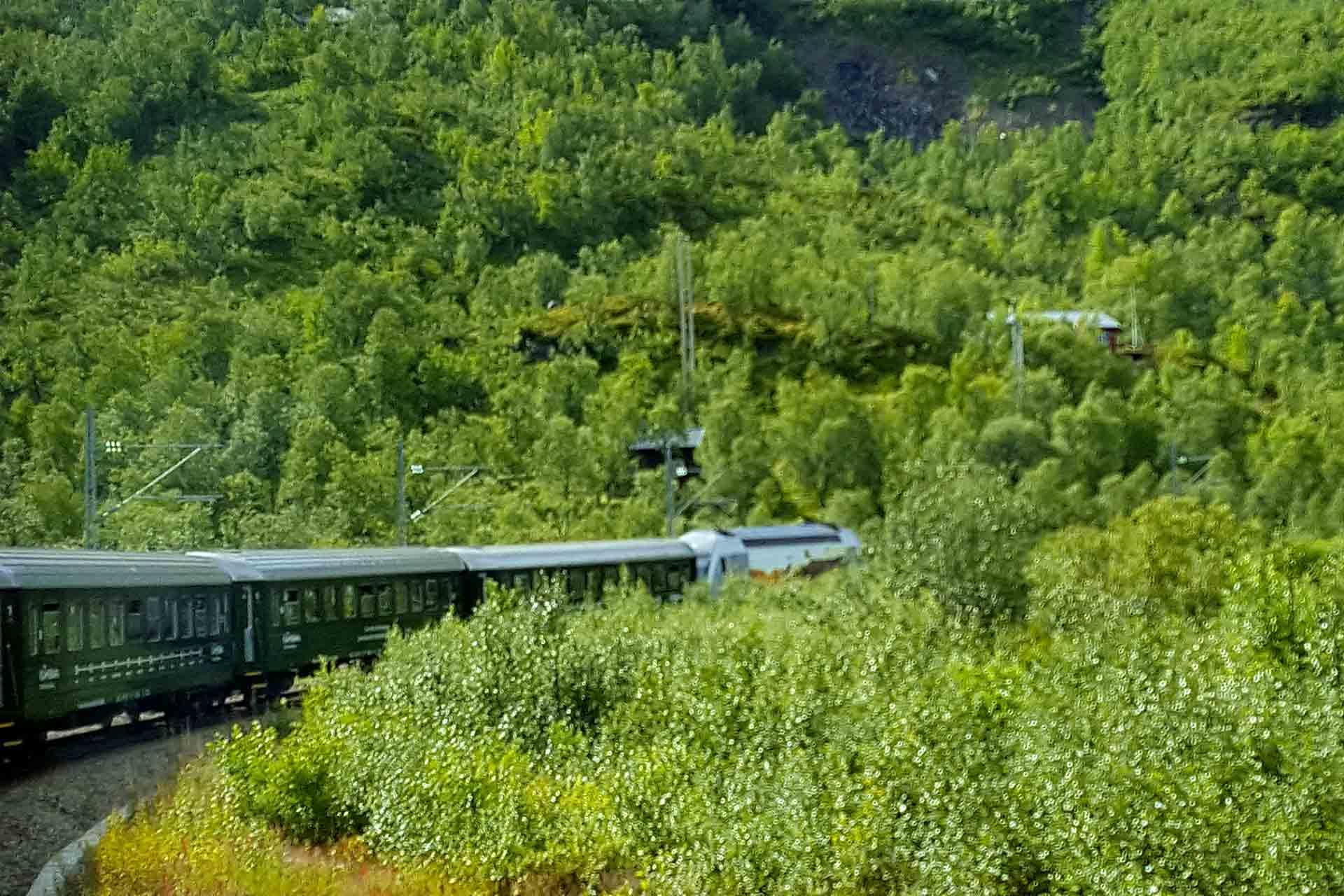 Viaggiare In Treno: Quattro Itinerari Storici Per Muoversi Slow
