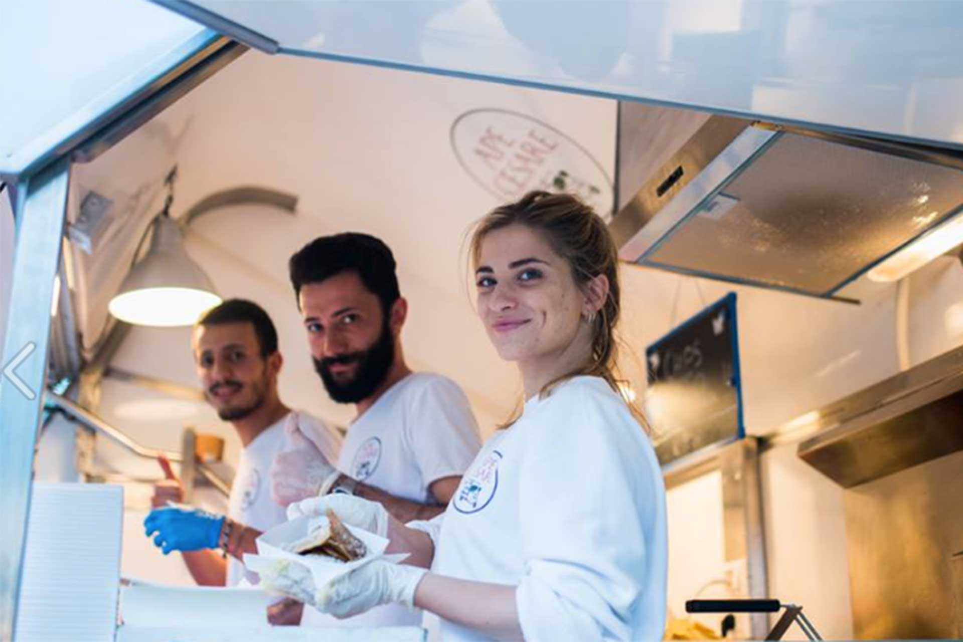 al lavoro sugli street food trucks