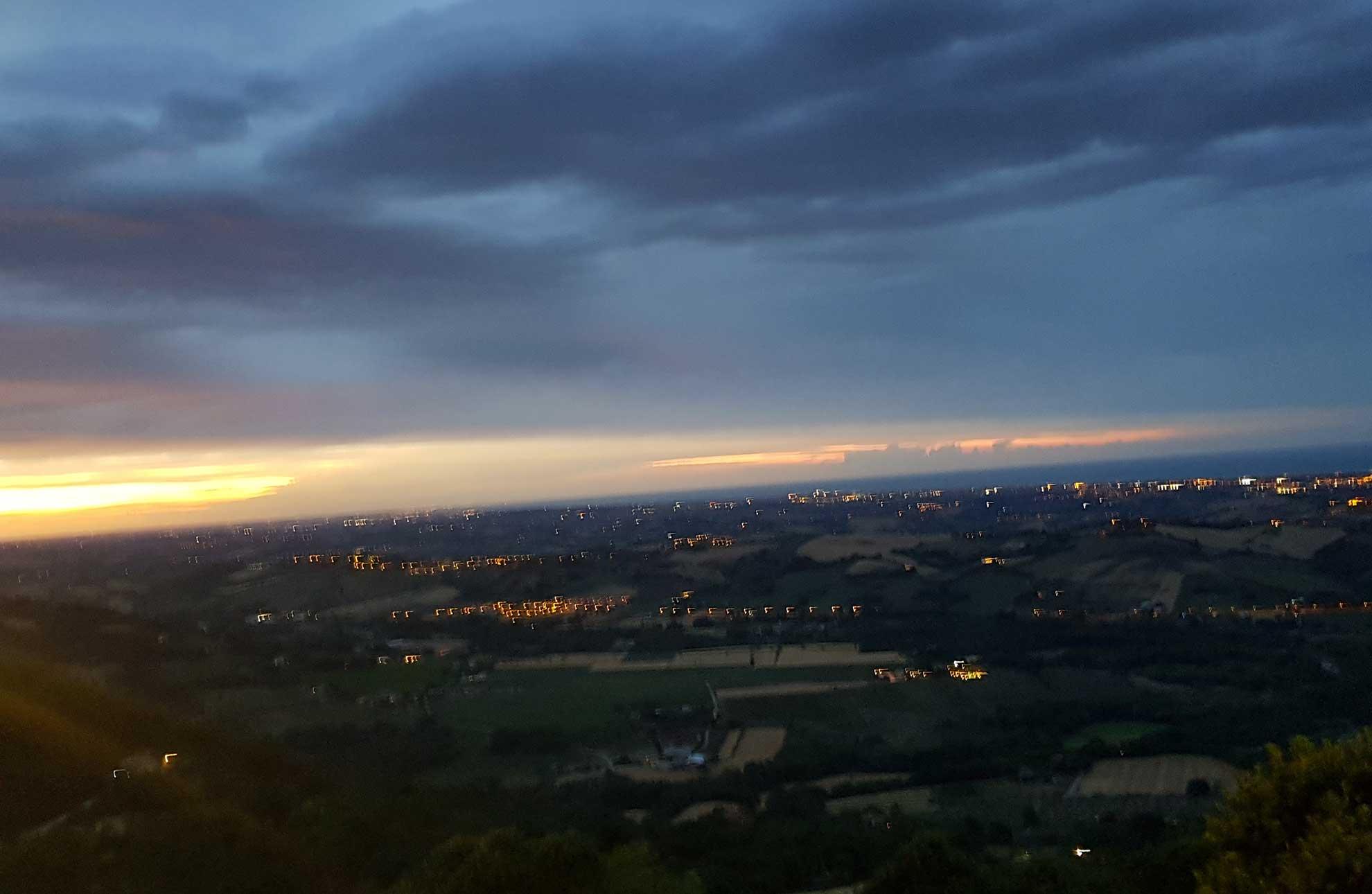 tramonto sulla riviera romagnola