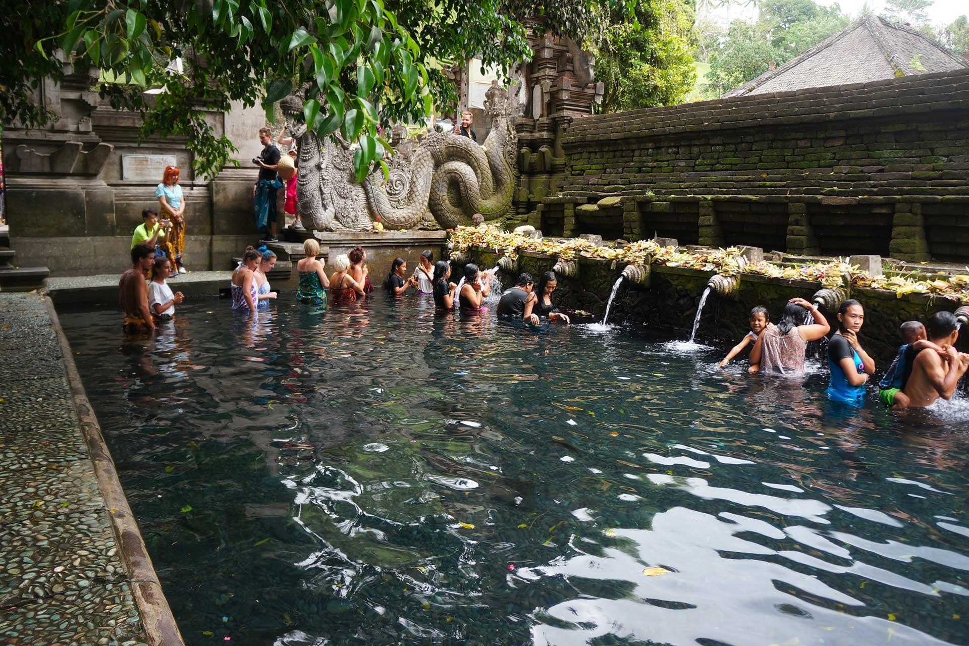 tempio acqua sacra, bali, indonesia