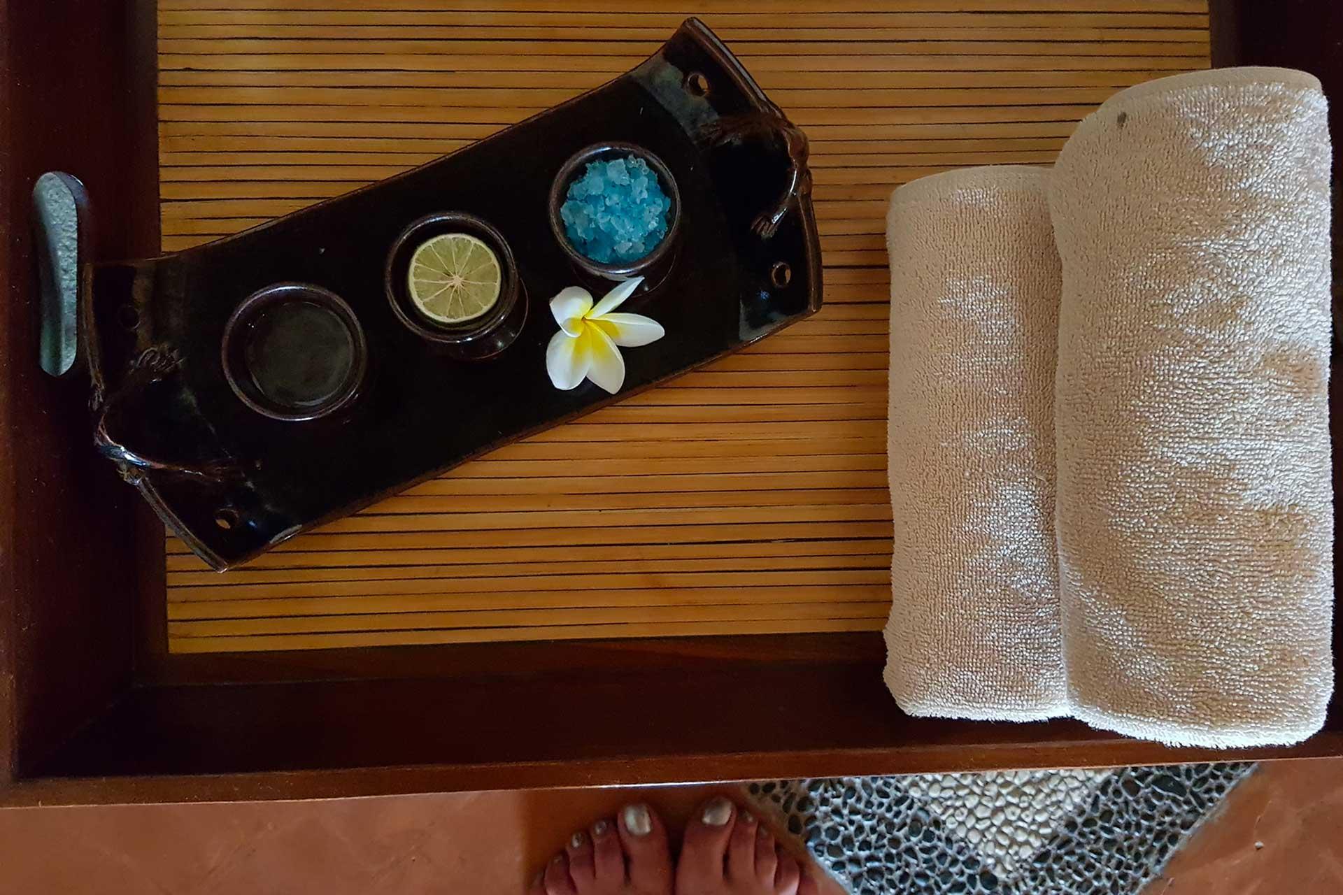 indonesia, bali: massaggio
