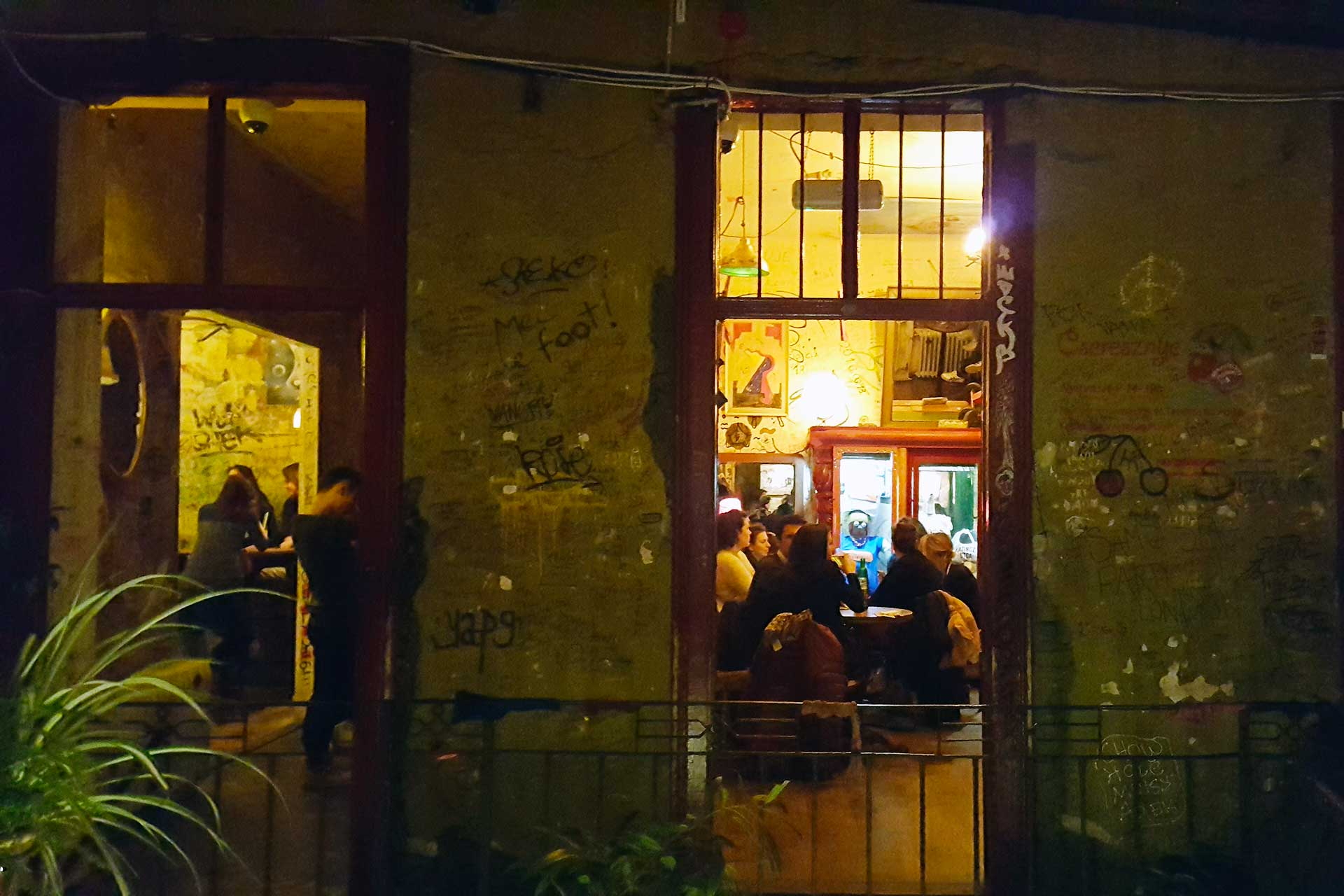 budapest: ruin bar