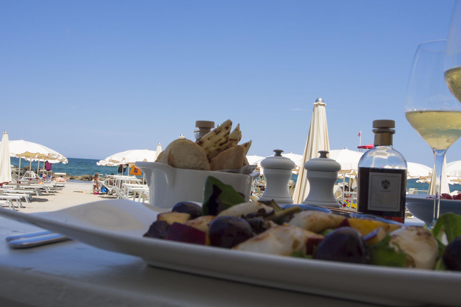 mangiare in spiaggia a misano